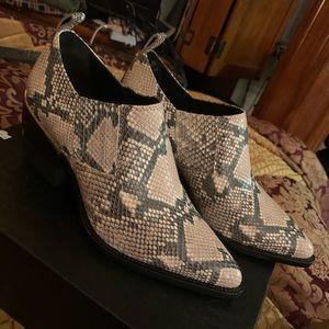 DKNY snake black/white boots size 9